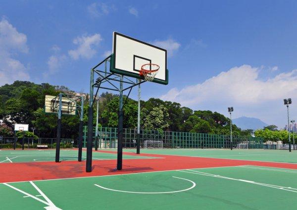 Встановлення міні-баскетбольної площадки на території Червоноградської загальноосвітньої школи І ступеня №11